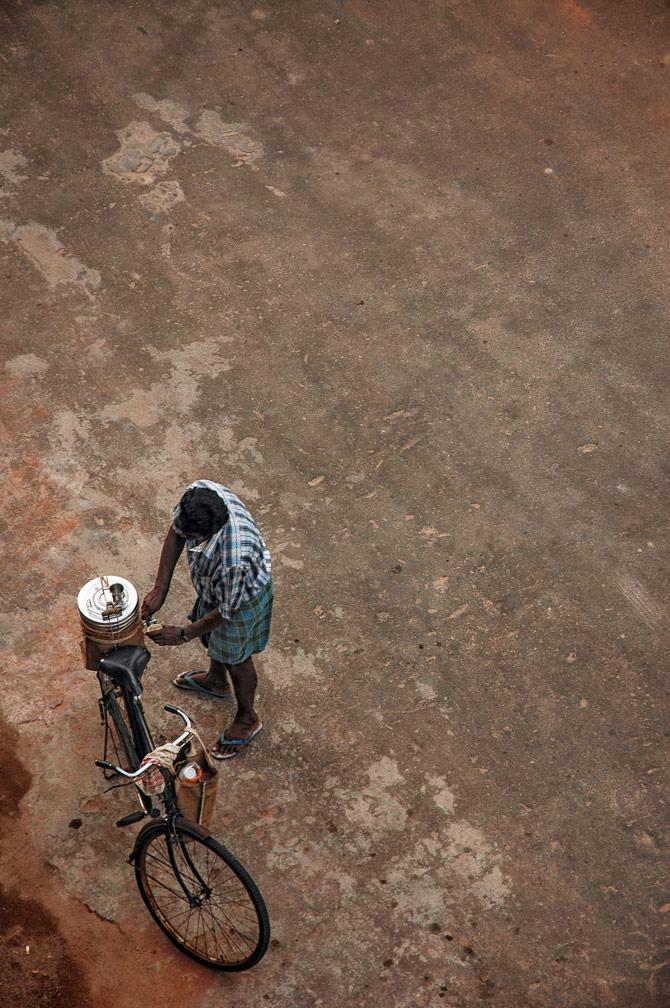 A cycling Indian tea salesman