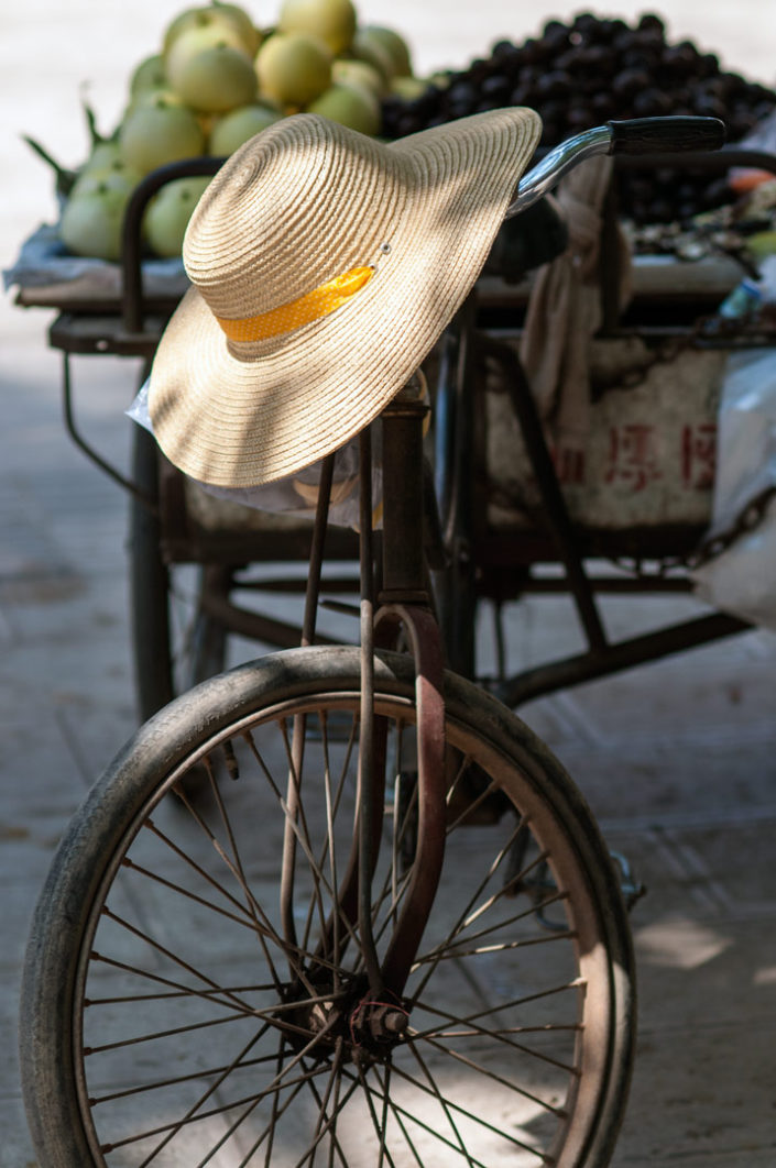 A hat sits on cargobike handlebars