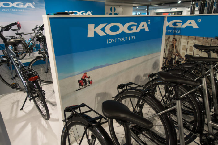 Trekking fiets in-store display voor Koga bicycles